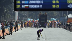 160815111849-olympic-marathon-street-cleaner-weird-jobs-exlarge-169